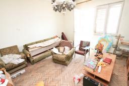 Спальня 2. Продается дом в Герцег-Нови, Топла. 180м2, 3 спальни, балкон с шикарным видом на море, с двориком, 100 метров до пляжа. Цена - 515'000 Евро. в Герцег Нови