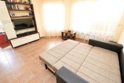 Гостиная. Черногория, Бар : Апартамент с отдельной спальней, с большой террасой