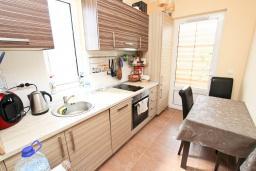 Кухня. Черногория, Бар : Апартамент с отдельной спальней, с большой террасой