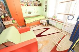 Спальня. Черногория, Бар : Апартамент с отдельной спальней, с большой террасой
