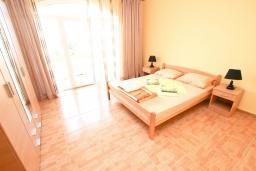 Спальня 2. Черногория, Шушань : Апартамент с огромной гостиной, с 3-мя отдельными спальнями, с 2-мя ванными комнатами, с 4-мя балконами с видом на море