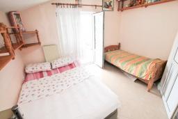 Спальня. Черногория, Игало : Роскошный апартамент с большой гостиной, с отдельной спальней, с джакузи, с 2-мя балконами с шикарным видом на море