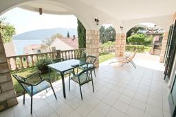 Вид на море. Черногория, Герцег-Нови : Студия с большой террасой с видом на море, 50 метров до пляжа