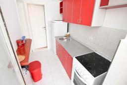 Студия (гостиная+кухня). Черногория, Герцег-Нови : Студия с большой террасой с видом на море, 50 метров до пляжа