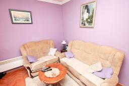 Гостиная. Черногория, Дженовичи : Апартамент с 2-мя отдельными спальнями, с балконом с видом на море