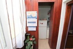 Кухня. Черногория, Дженовичи : Апартамент с 2-мя отдельными спальнями, с балконом с видом на море