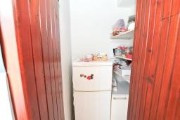 Кухня. Продается квартира в Дженовичи. 90м2, гостиная с кухней, 3 спальни, большой балкон 13м2 с видом на море, 200 метров до пляжа. Цена - 206'000 Евро. в Дженовичи