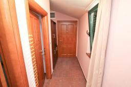 Коридор. Черногория, Игало : Апартамент для 4-6 человек, с отдельной спальней, с 2-мя балконами с видом на море, 100 метров до пляжа