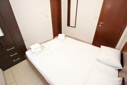 Спальня. Черногория, Булярица : Апартамент с отдельной спальней, с балконом