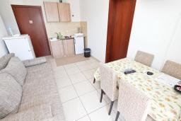 Гостиная. Черногория, Булярица : Апартамент с 2-мя отдельными спальнями, с 2-мя балконами