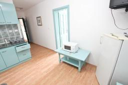 Гостиная. Черногория, Булярица : Апартамент с 2-мя отдельными спальнями, с шикарным видом на море, возле пляжа
