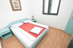 Спальня 2. Черногория, Булярица : Апартамент с 2-мя отдельными спальнями, с шикарным видом на море, возле пляжа