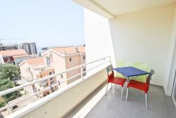 Балкон. Черногория, Петровац : Апартамент с отдельной спальней, с 2-мя балконами с видом на море