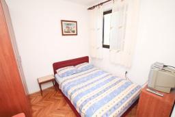 Студия (гостиная+кухня). Черногория, Будва : Студия в Будве с террасой в 800 метрах от моря