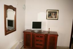 Гостиная. Черногория, Петровац : Апартамент с большой террасой и видом на сад