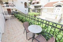 Балкон. Черногория, Святой Стефан : Студия для 2 человек, с балконом с видом на море