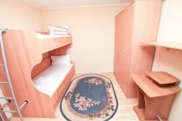 Спальня 2. Черногория, Мельине : Апартамент с 2-мя спальнями, с большим балконом с видом на море, 80 метров до пляжа