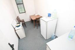Кухня. Продается дом в центре Игало. 200м2, участок 615м2, гостиная, 8 спален, 4 ванные комнаты, 70 метров до моря. Цена - 260'000 Евро. в Игало