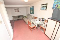 Гостиная. Продается дом в центре Игало. 200м2, участок 615м2, гостиная, 8 спален, 4 ванные комнаты, 70 метров до моря. Цена - 260'000 Евро. в Игало