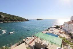 Вид на море. Черногория, Утеха : Комната для 3 человек, с балконом с видом на море, возле пляжа