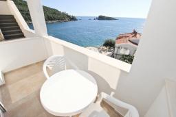 Балкон. Черногория, Утеха : Комната для 2-3 человек, с балконом с видом на море, возле пляжа
