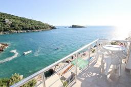 Балкон. Черногория, Утеха : Апартамент с 2-мя отдельными спальнями, с балконом с видом на море, возле пляжа