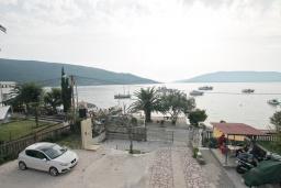 Вид на море. Черногория, Кумбор : Студия для 3 человек, с балконом с видом на море, возле пляжа