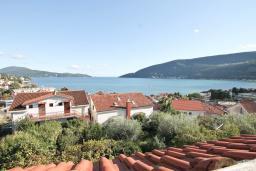 Вид на море. Продается дом в центре Игало. 250м2, 10 спален, 3 ванные комнаты, балкон с видом на море, участок 800м2, 80 метров до пляжа. Цена - 1'000'000 Евро. в Игало