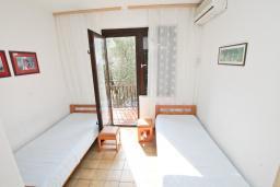 Студия (гостиная+кухня). Черногория, Биела : Студия для 2 человек, с балконом с видом на море