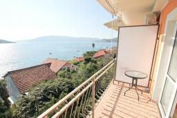 Балкон. Черногория, Кумбор : Студия с балконом с шикарным видом на море, 50 метров до пляжа