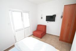 Студия (гостиная+кухня). Черногория, Кумбор : Студия с балконом с шикарным видом на море, 50 метров до пляжа