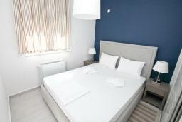 Спальня. Черногория, Обала Джурашевича : Апартамент с отдельной спальней, с балконом с шикарным видом на море, возле пляжа