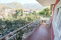 Балкон. Черногория, Тиват : Студия с балконом в центре Тивата