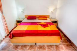 Спальня. Черногория, Каменово : Апартаменты для 4-5 человек, с 2-мя отдельными спальнями, с 2-мя балконами с видом на море