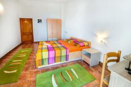 Спальня 2. Черногория, Каменово : Апартаменты для 4-5 человек, с 2-мя отдельными спальнями, с 2-мя балконами с видом на море