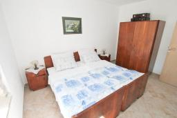Спальня. Черногория, Росе : Апартамент с отдельной спальней, с видом на море, возле пляжа