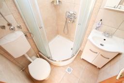 Ванная комната. Черногория, Росе : Студия с балконом с шикарным видом на море, возле пляжа