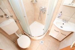 Ванная комната. Черногория, Росе : Этаж дома с большой гостиной, 2-мя отдельными спальнями, с 2-мя ванными комнатами, балконом с шикарным видом на море, возле пляжа