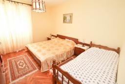 Спальня 2. Черногория, Росе : Этаж дома с большой гостиной, 2-мя отдельными спальнями, с 2-мя ванными комнатами, балконом с шикарным видом на море, возле пляжа