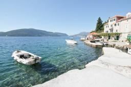 Вид на море. Черногория, Росе : Каменный дом с 2-мя гостиными, с 4-мя спальнями, с 4-мя ванными комнатами, с террасой и местом для барбекю, с балконом с шикарным видом на море, на береговой линии, Wi-Fi