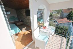 Балкон. Черногория, Доня Ластва : Студия для 2 человек в 20 метрах до пляжа, с балконом и видом на море, с плазменным телевизором и кондиционером
