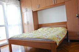 Спальня 2. Черногория, Бар : Апартамент с гостиной, тремя спальнями, двумя санузлами и балконами
