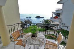 Вид на море. Черногория, Ульцинь : Студия с балконом и шикарным видом на море, с телевизором и кондиционером