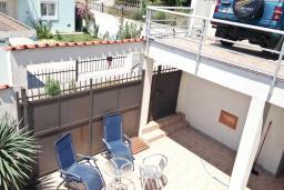 Территория. Черногория, Сутоморе : Трехэтажный дом площадью 300м2 с кухней, обеденной зоной, сауной, большой гостиной, четырьмя спальнями, двумя ванными комнатами, двориком и местом для парковки