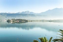 Вид на море. Черногория, Обала Джурашевича : Трехэтажная вилла на берегу моря, с 3-мя гостиными, с 6-ю спальнями, 3-мя ванными комнатами, с 3-мя балконами, огромной террасой с шикарным видом на море