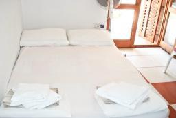 Спальня. Черногория, Булярица : Комната для 2 человек с террасой