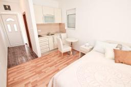 Черногория, Муо : Уютная двухместная студия в 30 метрах от пляжа, с террасой и видом на море