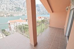 Черногория, Муо : Уютная четырехместная студия в 30 метрах от пляжа, с балконом и видом на море