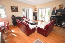Living room. Montenegro, Przno & Milocer : Villa with 4 bedrooms in Przno & Milocer for 12 guests