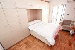 Студия (гостиная+кухня). Черногория, Рафаиловичи : Студия с кондиционером и плазменным телевизором
